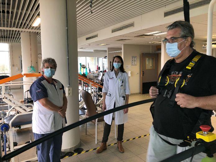 Leo De Leeuw (64) moest terug leren stappen in revalidatiecampus De Mick in Brasschaat na een ziekenhuisopname door corona.