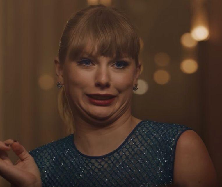 Taylor Swift in haar videoclip voor 'Delicate'