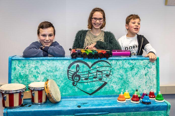 Archieffoto: leerlingen van mytylschool  De Sprienke in Goes bij hun kleurrijke instrumenten.