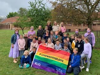 """Basisschool De Beuk kleurt paars: """"Symbool voor meer verdraagzaamheid en respect voor LGBTQ+-jongeren"""""""