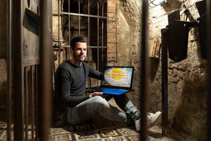 Bas van der Star in de Bossche escaperoom Eldorado als basis van een online-uitdaging. ,,Je loopt als het ware door de jungle en het lijkt alsof je je in een echte escaperoom bevindt.''