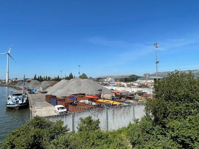 De site van Galloo Recycling langs de Leie.