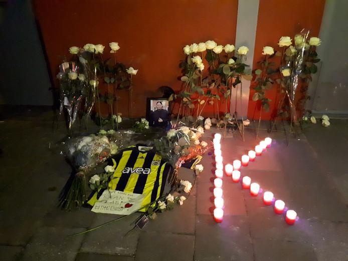 Een gedenkplek voor de overleden Kaan S.