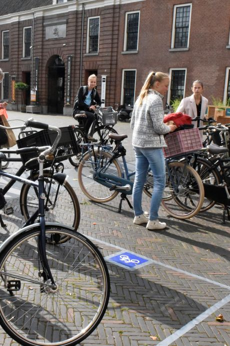 Proef met fietsparkeervakken Woerden krijgt vervolg, maar wel met een bijzondere aanpassing