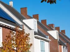 Bouwers sturen hoogwerker Brandevoort in om 'gevaarlijke' sierschoorstenen te bekijken