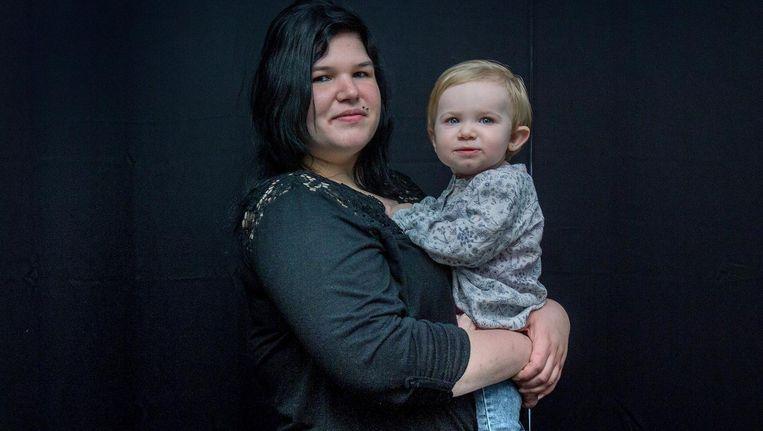Demy met haar dochter Harper Beeld Jean Pierre Jans