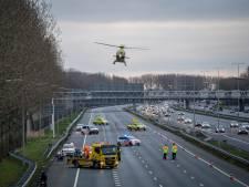 Bestuurder quad verliest macht over het stuur en vliegt over vangrail A15