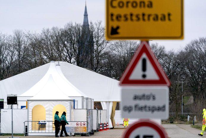 De coronateststraat aan het Colosseum in Hilversum