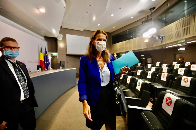 Eerste minister Sophie Wilmès wandelt weg na de Veiligheidsraad van eind augustus in Brussel. Beeld EPA