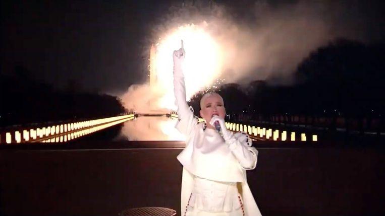 Katy Perry tijdens haar optreden op bij Celebrating America, een livestream met als host Tom Hanks.  Beeld Getty