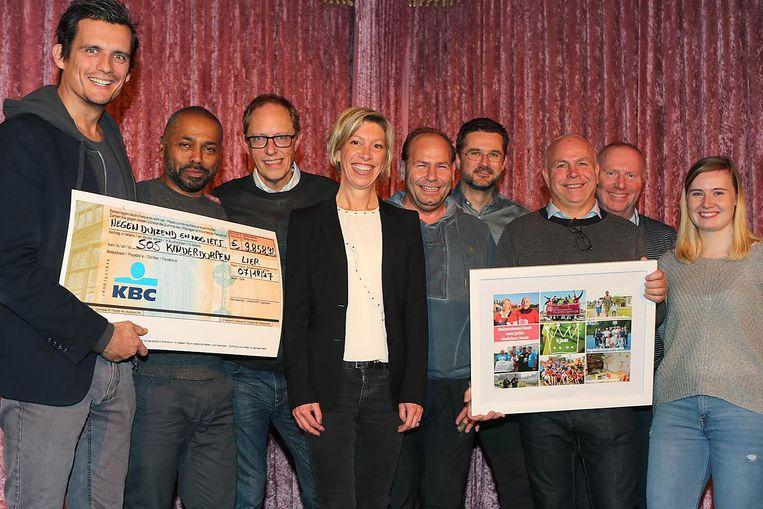 Twee jaar geleden konden de organisatoren van de Schapenkoppenloop bijna 10 000 euro overhandigen aan SOS Kinderdorpen.