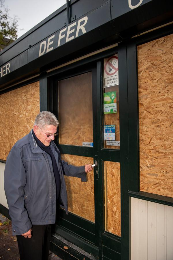 Ferry Verstrepen sluit de deuren van zijn uitgebrande frituurzaak voor het laatst.