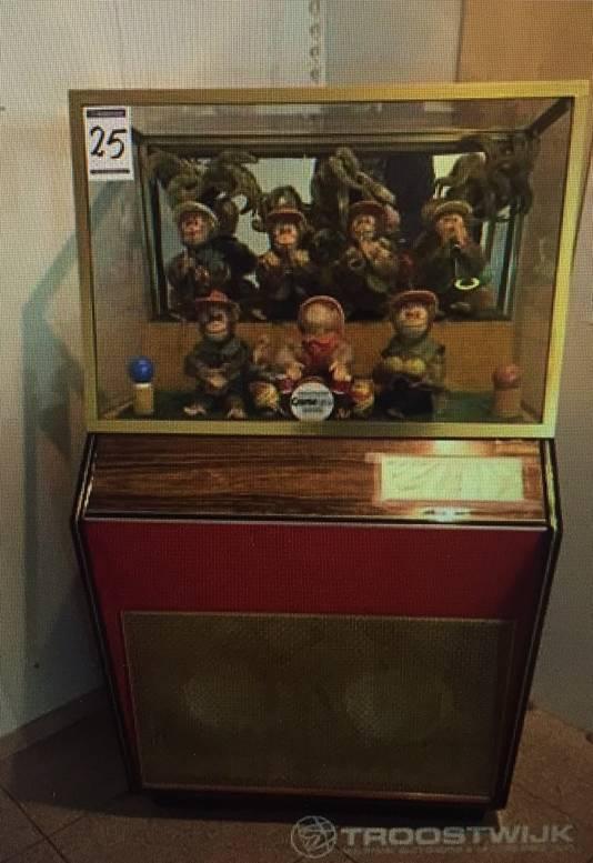 Populairste item op de veiling is de Bimbobox met aapjes. Generaties oude Nederlanders hebben er als kind een kwartje ingegooid.