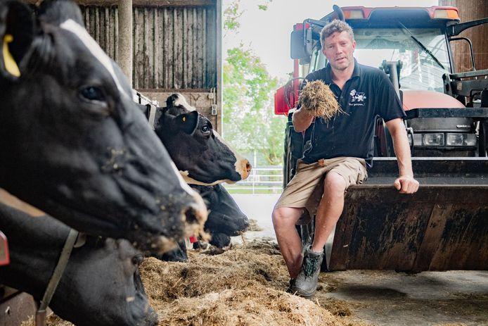Adwin van Schaaik gaat bij de aangekondigde boerenacties van aanstaande woensdag waarschijnlijk ook op pad. Minder eiwit in het voer zal ook de gezondheid van zijn koeien beïnvloeden.
