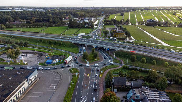 Wegen in Bodegraven stromen vol door afsluiting van de A12.