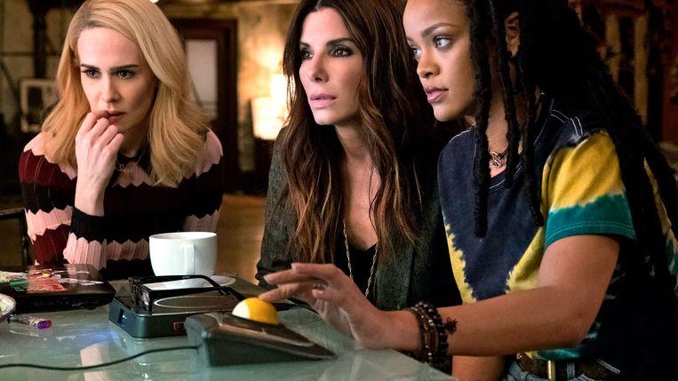 Sarah Paulson, Sandra Bullock en Rihanna in 'Ocean's 8'. Beeld Warner Bros