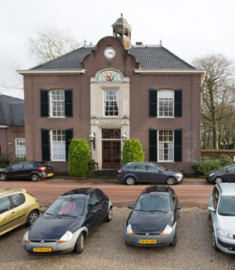 Yasemin Cegerek sleept 7,5 ton binnen voor verbouwing raadhuis Heerde