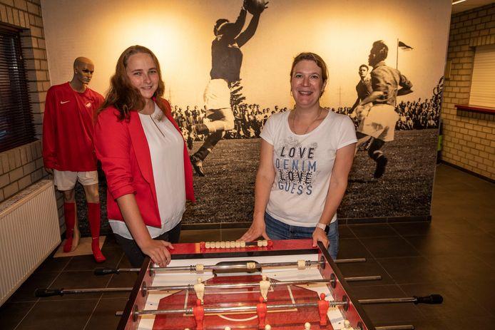 Katja Kilsdonk (links) en Charlotte van de Voort hopen over vijf jaar een vereniging van zeshonderd leden te hebben. Nu zijn dat er vierhonderd.