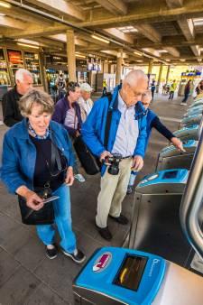 Enschedese ouderen gaan proefreizen: 'Lijkt wel een schoolreisje'