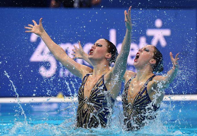 """Bregje en Noortje de Brouwer tijdens het EK vorige maand in Boedapest. ,,Een goede generale repetitie voor het olympisch kwalificatietoernooi."""""""