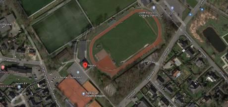 Veel betere én goedkopere verlichting atletiekbaan Hulst, 'technische nummers zijn nu 's avonds niet te trainen'