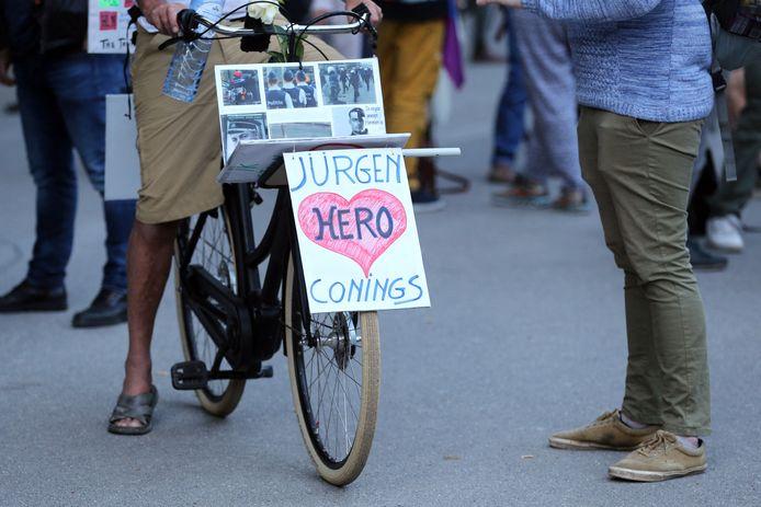 Een steunbetuiging voor Jürgen Conings tijdens een protest tegen coronamaatregelen in Brussel.