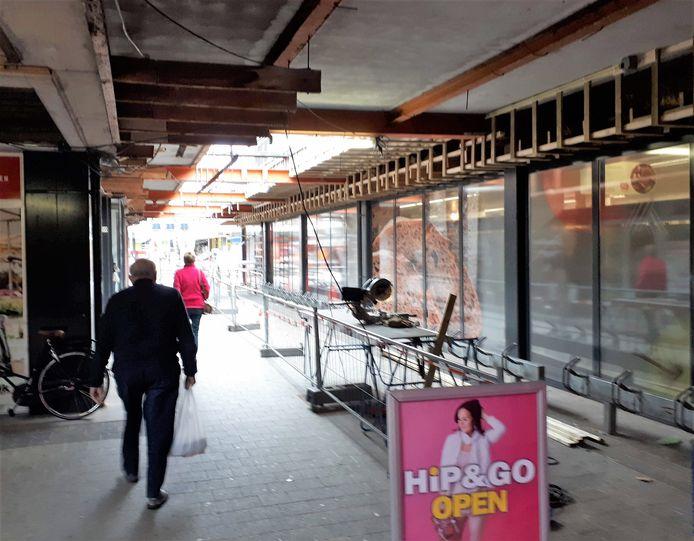 De renovatie van het winkelcentrum Dijkcentrum in Kortendijk moet nog worden afgemaakt aan de kant van Moriondijk.