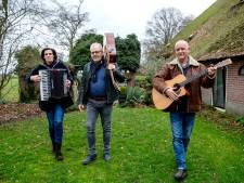 Tien huishoudens in Balkbrug en Vinkenbuurt zetten poort open voor Muziek in de Tuin
