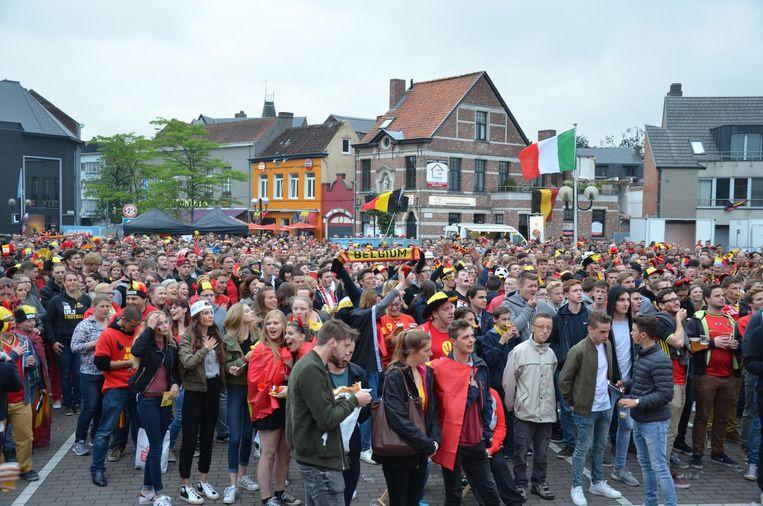 Voetbalfans kijken dit jaar op verschillende locaties in Lokeren naar de Rode Duivels.