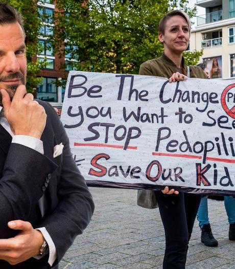 Demonstranten tegen pedofilie misbruiken kindermisbruik