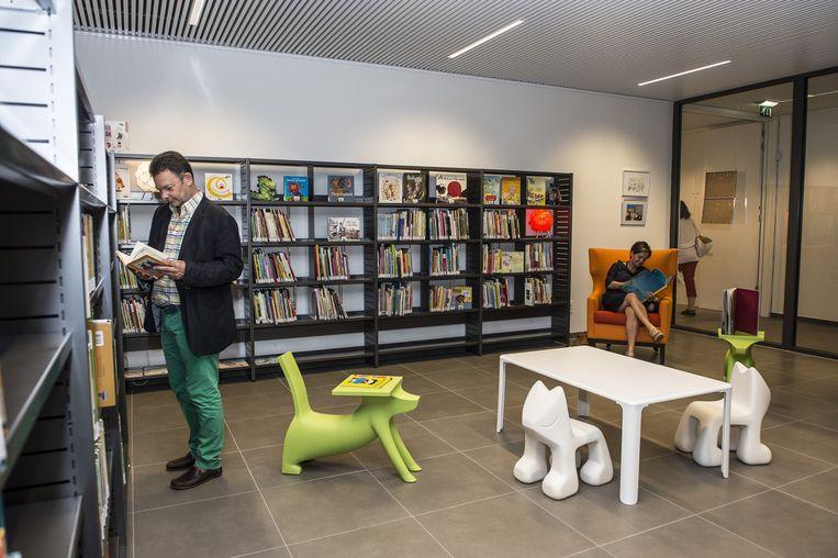 De pas vernieuwde bibliotheek is het pronkstuk van het ontmoetingscentrum in Malle.