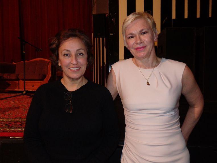 null Beeld Presentator/initiator Christine Otten (r) van Noorderwoord en de altijd hilarische schrijfster/caberetier Karin Bruers