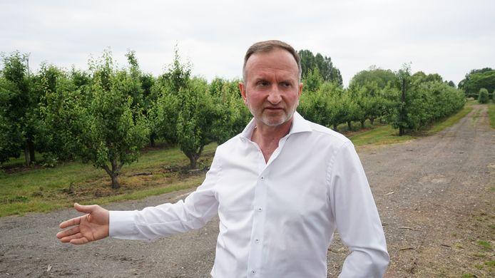 Fruitteler Frans Verhelst heeft 40 hectare boomgaarden waarvan 15 hectare in een straal van 1,5 kilometer rond de 3M-fabriek. Zijn bedrijfszetel is slechts 800 meter verwijderd.