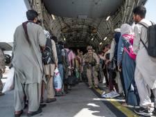 Zij werken dag en nacht aan evacuatie in Afghanistan: 'Zoveel mogelijk mensen zo snel mogelijk wegkrijgen'