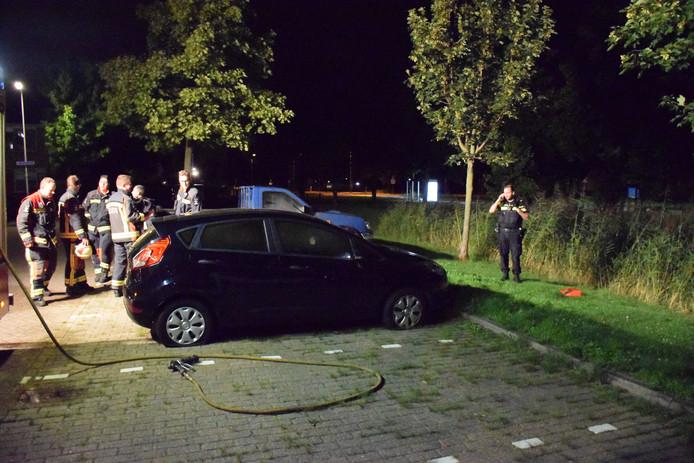 In de nacht van zondag op maandag is in Waddinxveen een personenauto in brand gestoken.