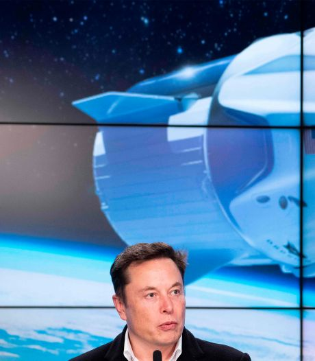 Elon Musk verkoopt vier 'tickets naar de ruimte' aan particulieren