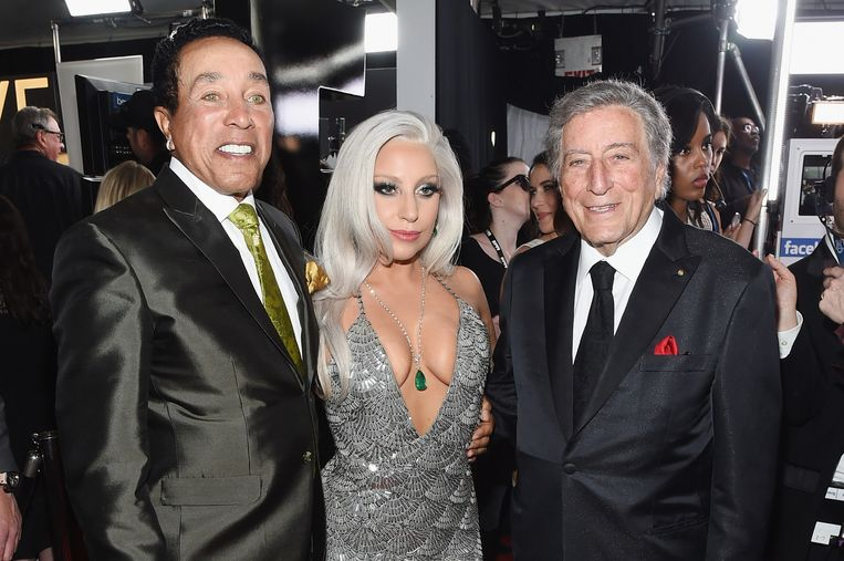 Smokey Robinson (links), Lady Gaga en Tony Bennet op de rode loper. Beeld getty