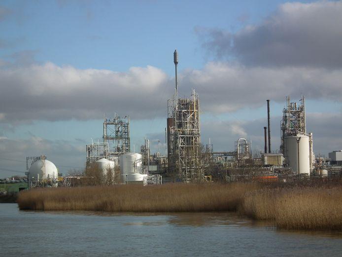 Het compex van DuPont en Chemours in Dordrecht