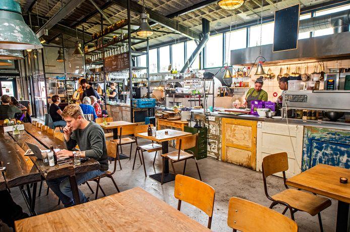 Het restaurant was sinds de zomer al minder vaak open, op de sociale media kanalen van de stadsboerderij staat dat ze 'wegens omstandigheden gesloten zijn'.