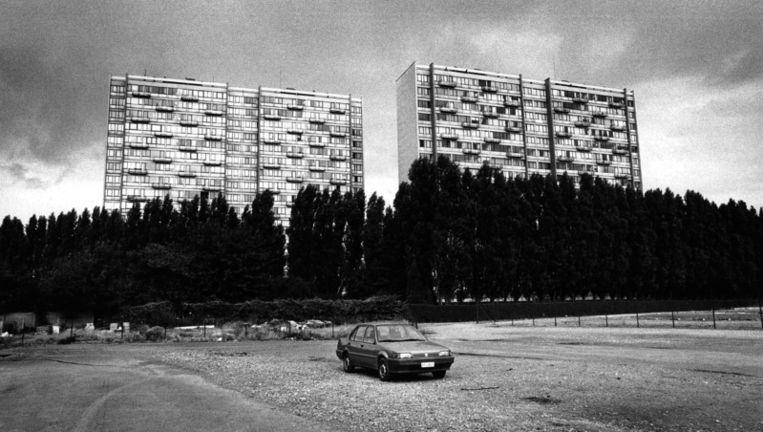 Auto op een verlaten parkeerplaats in Charleroi.In 2013 organiseert Charleroi een fototentoonstelling van acht Europese steden. Foto Joyce van Belkom/HH Beeld
