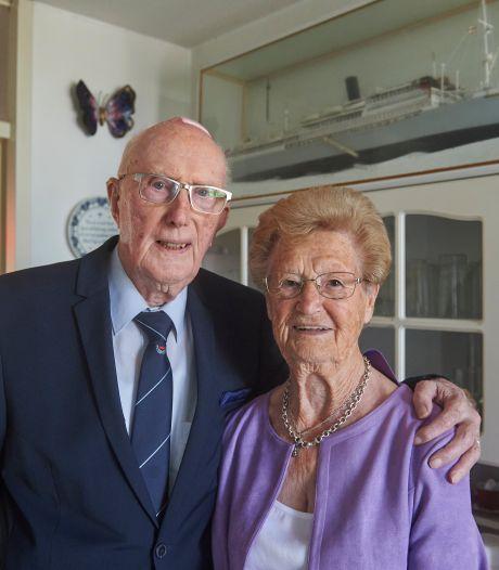 Het geheim van 70 jaar getrouwd zijn? 'Je hebt twee oren. Het ene oor in en het andere weer uit'