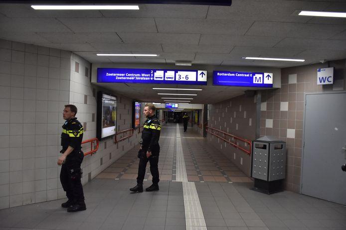 Politie zoekt op station Laan van NOI