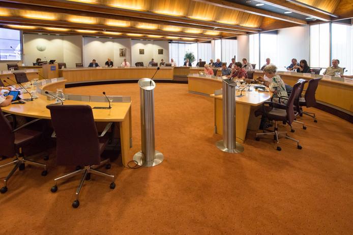 De raadszaal in het stadhuis van Zwolle. De nieuw te vormen coalitie heeft plannen voor zes in plaats van vijf wethouders.