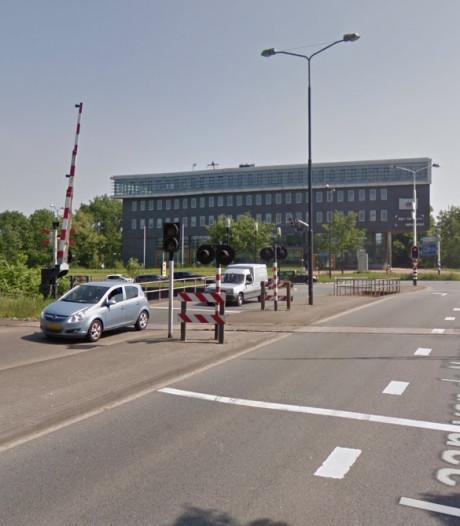 Spoorovergangen in Apeldoorn week dicht door werkzaamheden