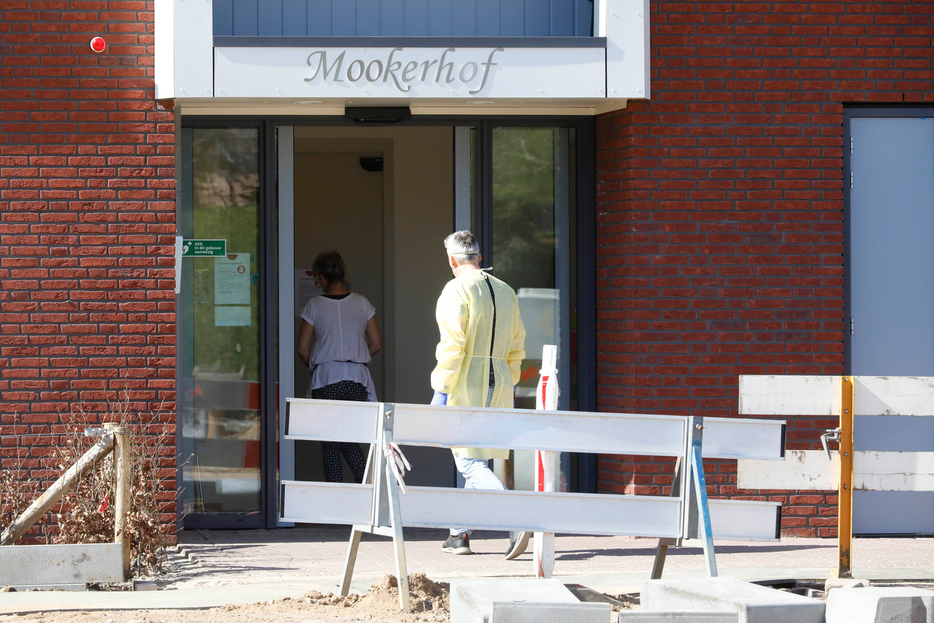 Mookerhof in Mook wordt ontruimd vanwege een corona-uitbraak.