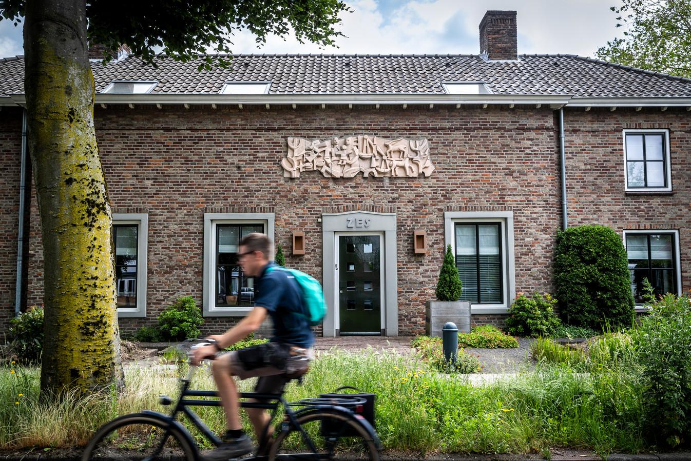 Een van de kunstwerken van Jan van Gemert op de route die gewandeld maar natuurlijk ook gefietst kan worden.