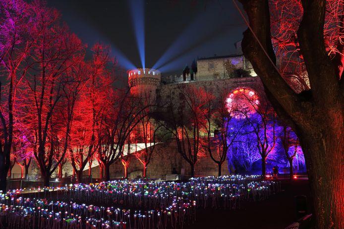 Lichtshow bij het kasteel, onderdeel van CidneOn, het Glow van Brescia. Foto Andrey Zakrevsky/Shutterstock