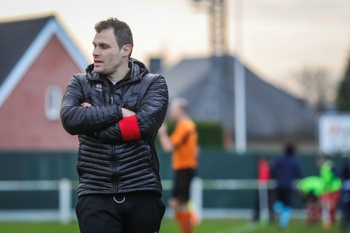 Bart Vandewalle blijft hoofdtrainer van Zonhoven United en krijgt Gianni Pettinato als nieuwe assistent. Geoffry Dejaeger maakt als keeperstrainer de staff compleet.