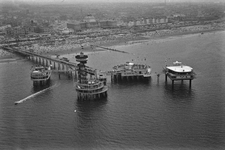 De Pier van Scheveningen heeft faillissement aangevraagd. Dat maakte horecaconcern Van der Valk, eigenaar van het economisch onrendabele kustbouwwerk, woensdag bekend.<br /><br />Hier: Foto van de Scheveningse Pier gemaakt in juni 1965. Beeld anp