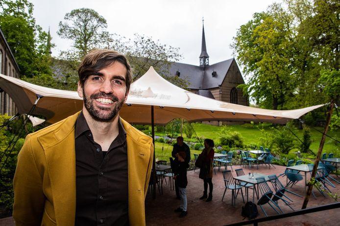 Directeur Marten IJmker in de koffieschenkerij van Klooster Nieuw Sion. Het terras is amper geopend of er ligt alweer een volgend plan met het opzetten van een eigen bierbrouwerij.